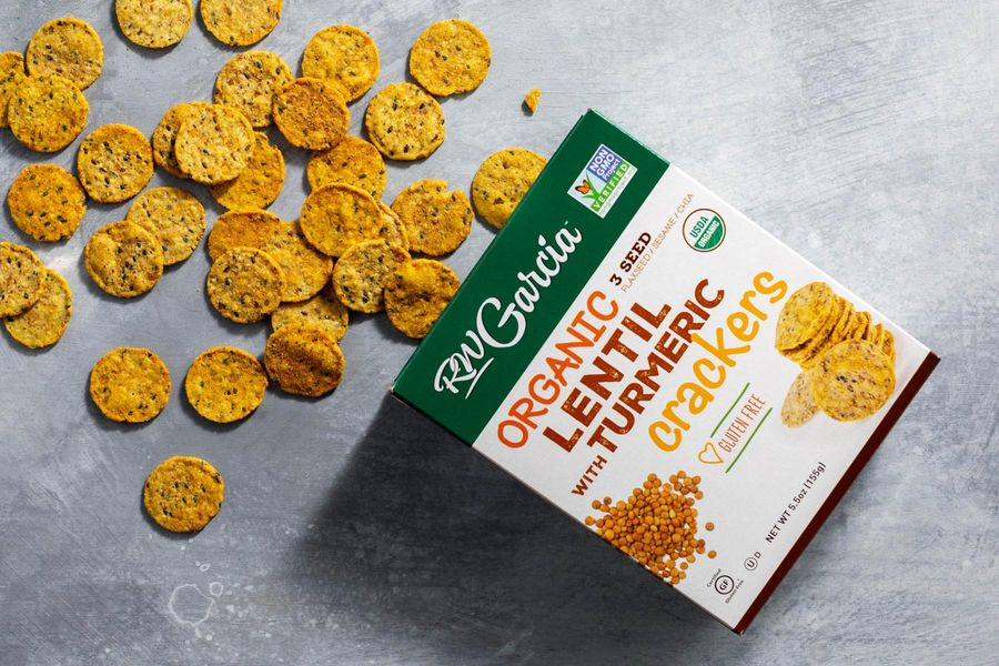 Organic lentil crackers with turmeric