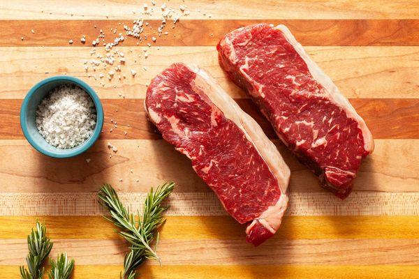 Black Angus New York Strip Steaks (2 count)