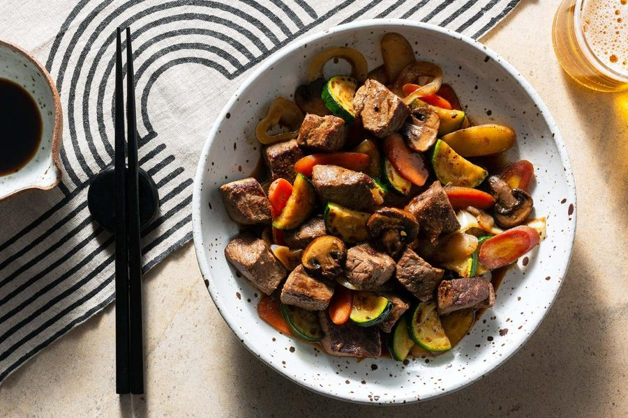 Steak teppanyaki with stir-fried vegetables