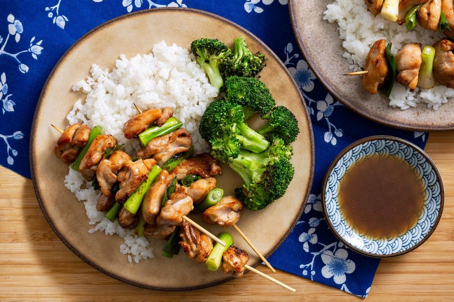 Chicken yakitori with broccoli and rice