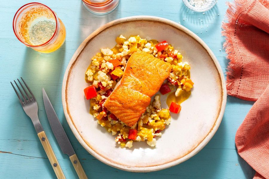"Seared salmon with panang sauce and tomato–cauliflower ""rice"""