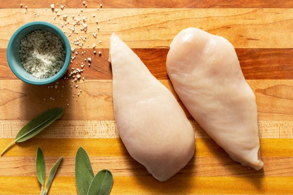 Organic boneless skinless chicken breasts (2 count)