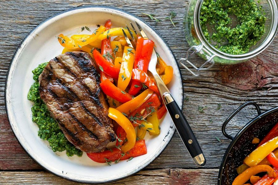 Grilled sirloins with sautéed peppers and arugula pesto