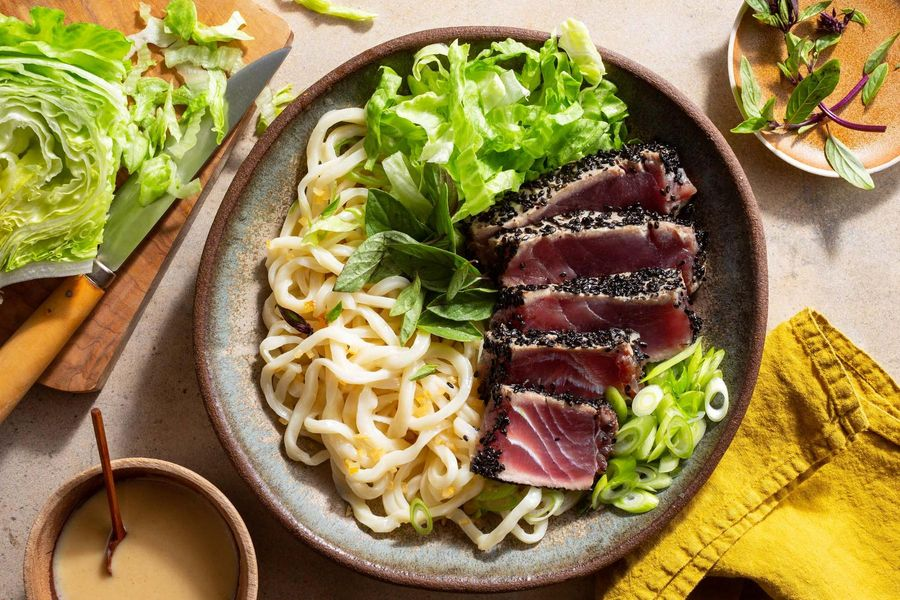 Sesame-crusted tuna and fresh udon salad with basil and lemon
