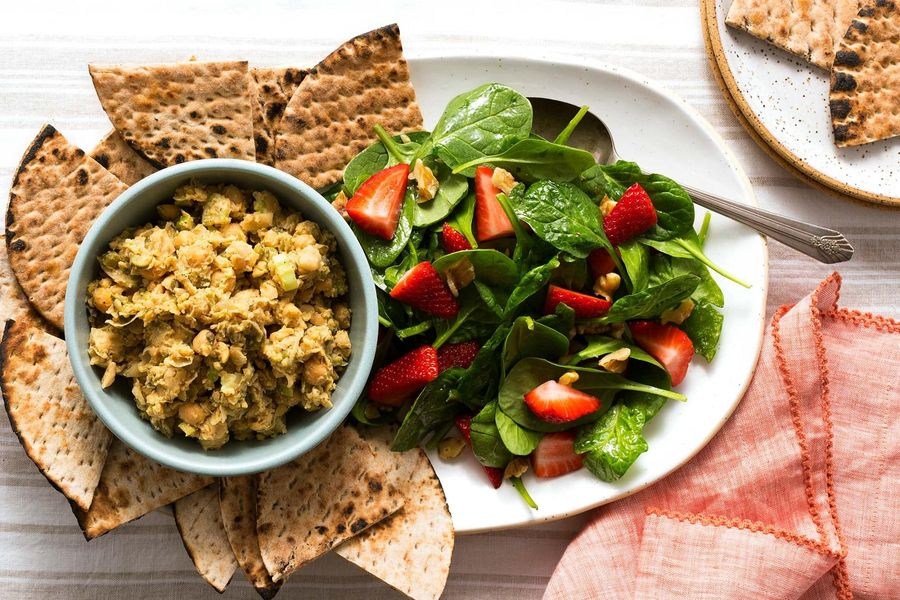 "Chickpea ""tuna"" with lavash wedges and spinach-strawberry salad"
