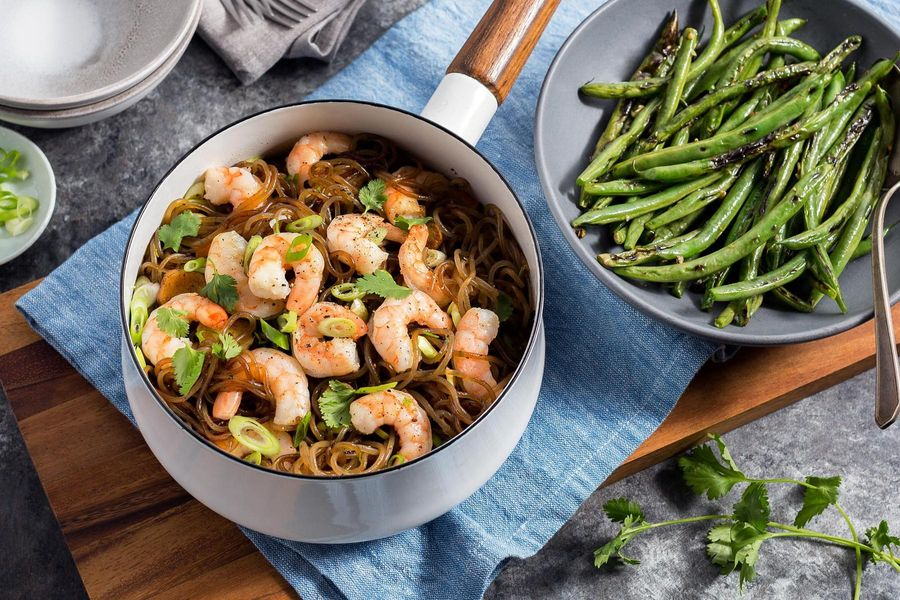 Thai shrimp goong ob woonsen with glass noodles and green beans
