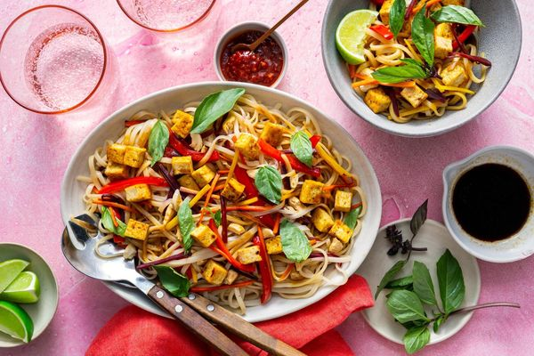 Pad thai with rice noodles, bell pepper, and cashews