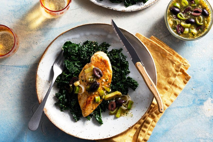 Chicken breasts with olive-leek sauce and sautéed kale