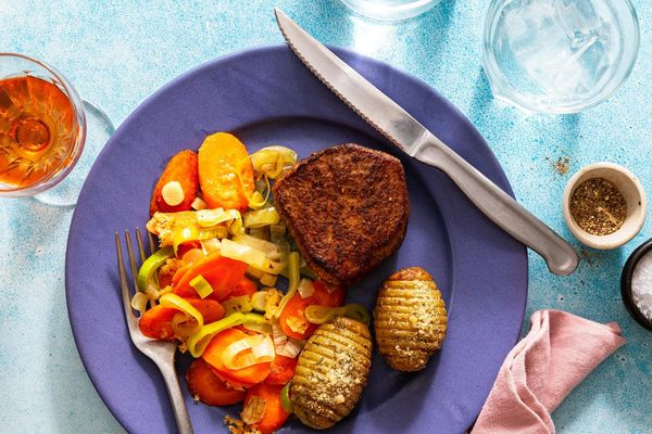 Sweet and spicy filet mignons with Hasselback potatoes and braised leek