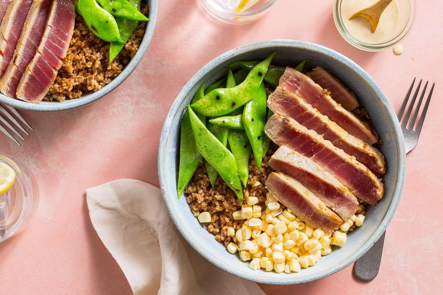Easy tuna bowls with summer vegetables and bulgur