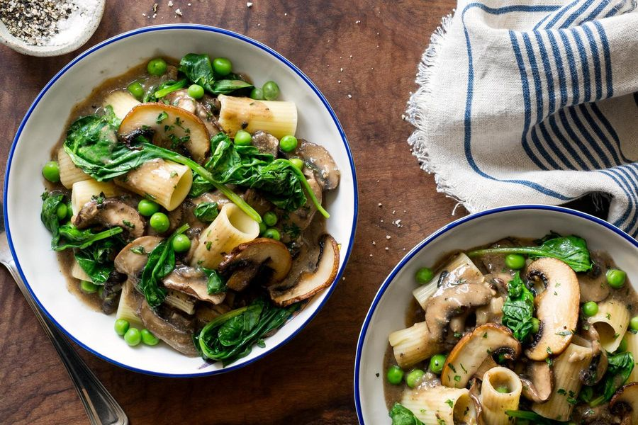 Mushroom stroganoff with spinach and peas