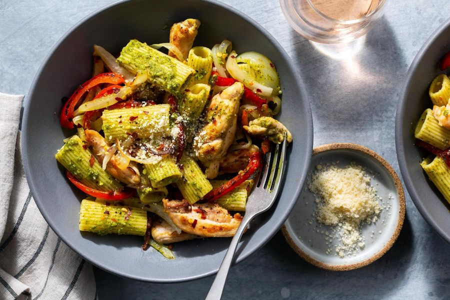 Chicken and gluten-free rigatoni with pesto and bell pepper
