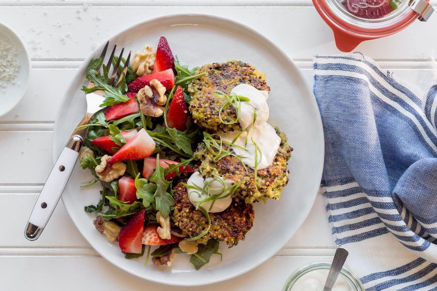 Quinoa fritters with arugula-strawberry salad and walnuts
