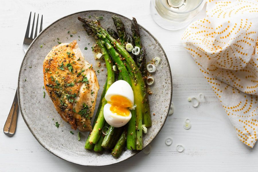 Herbed chicken breasts with asparagus and soft-cooked eggs