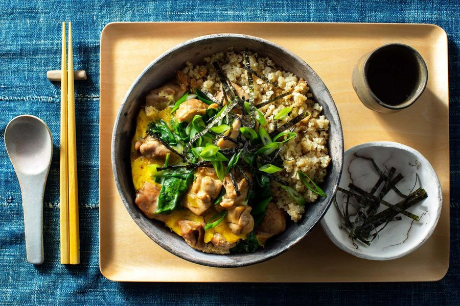 "Oyakodon chicken and egg bowls with cauliflower ""rice"""