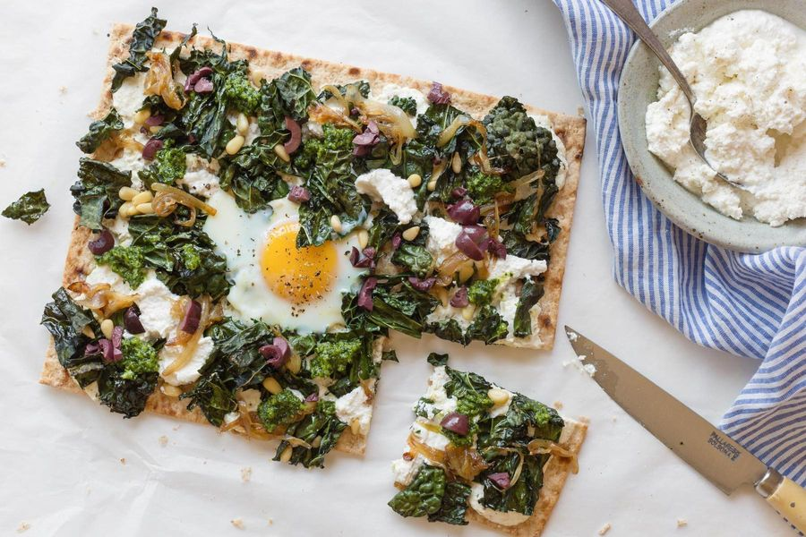 Flatbread pizzas with kale and caramelized onions