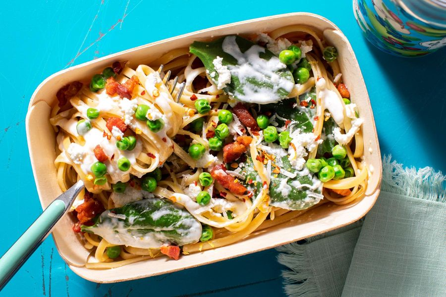 Creamy linguine with peas and pancetta