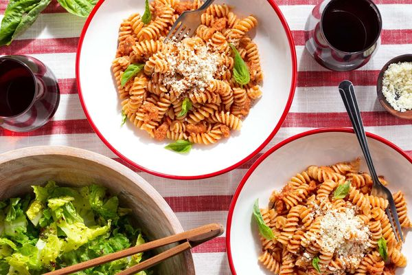 Easy pesto alla Trapanese with fusilli and Italian salad