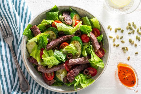 Steak salad with zucchini and red pepper vinaigrette
