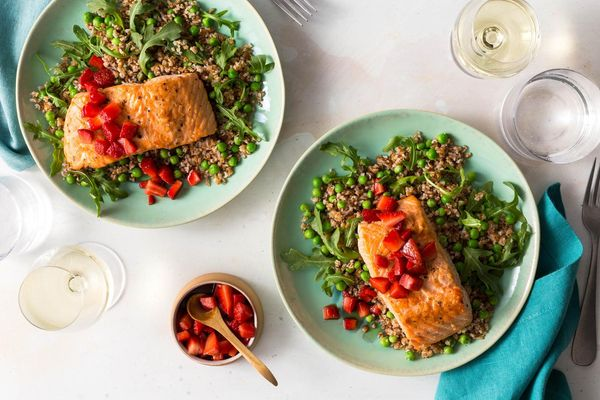 Salmon with balsamic strawberries and bulgur–sweet pea salad