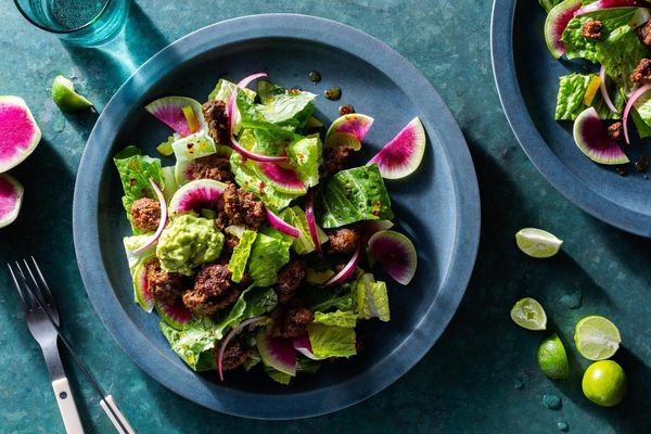 Beef dzik salad with honey-lime vinaigrette and guacamole