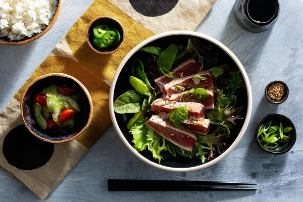 Tuna tataki bowls with white rice and quick pickles