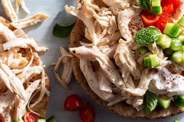 Organic pulled cooked white chicken meat
