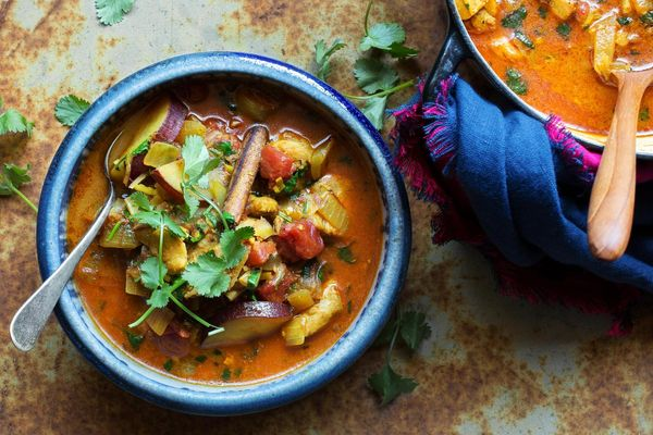Burmese chicken aloo curry