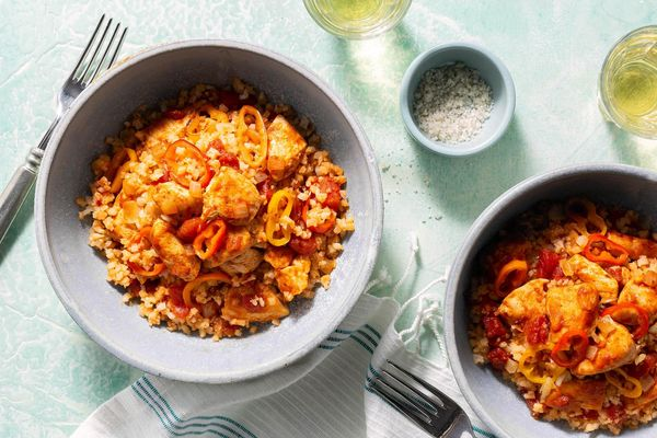 "Mexican chicken and cauliflower ""rice"" with sweet peppers"