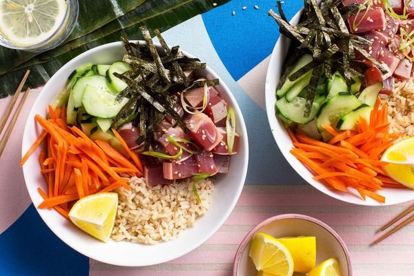 Hawaiian tuna bowls with brown rice and nori