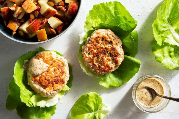 Lettuce-wrapped salmon burgers with fall fruit salad