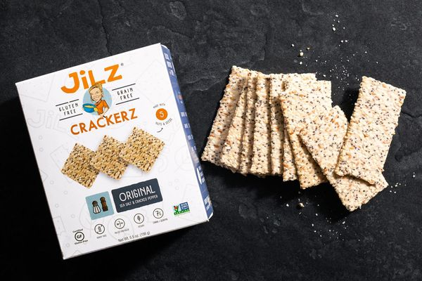 Jilz sea salt and cracked pepper crackers