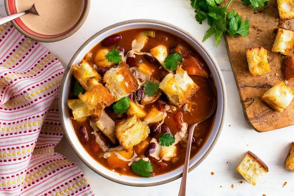 Pumpkin chili with kidney beans and red pepper–cashew crema
