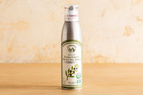 Organic extra virgin olive oil spray